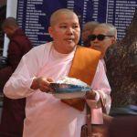 Vrouwelijke monnik in Mandalay