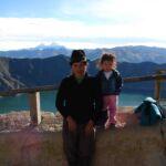 Gids met dochtertje in Quilotoa